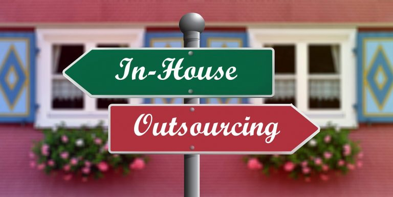 In-House vs. Outsourcing Software Development – Pros and Cons